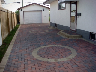 Holland paving stone driveway in Rustic Red with Desert Buff accents
