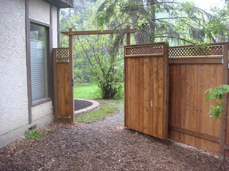 6' treated brown fence with lattice top