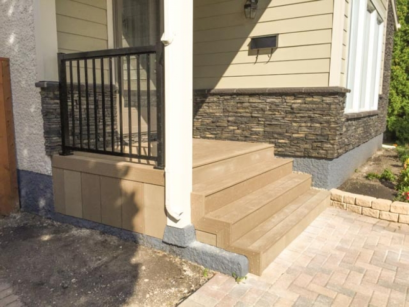 Front steps with Moisture Shield composite decking and aluminum railing