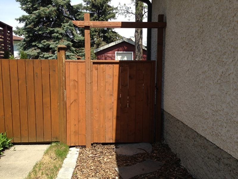 Natural wood mulch, sod, shed with Hardi-board siding, composite deck