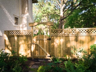 Curved top gates with matching cross bars