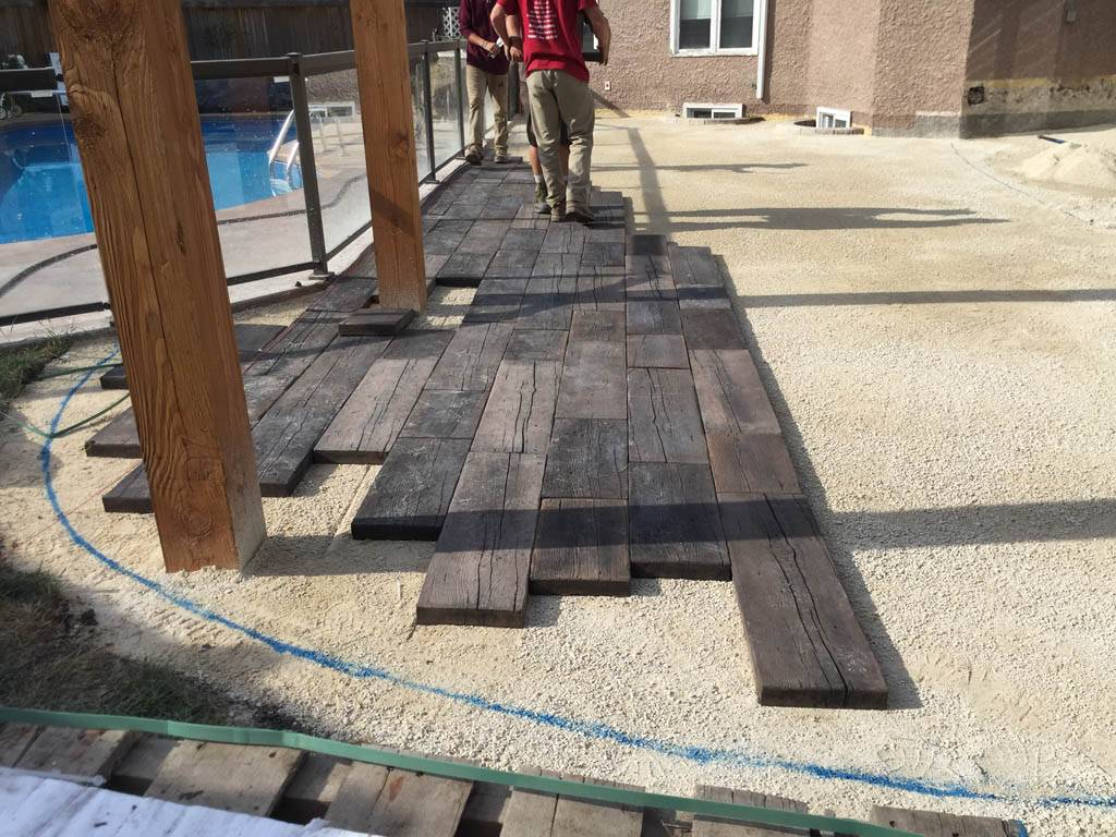 Bridgewood Slab Patio In Cedar Brown With Trex Composite