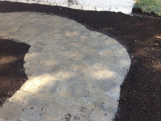 Small pathway with Roman circle, sod, topsoil, and I-con edger