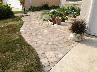 Roman paver walkway in Sierra Grey with Roman circle and paving stone lights