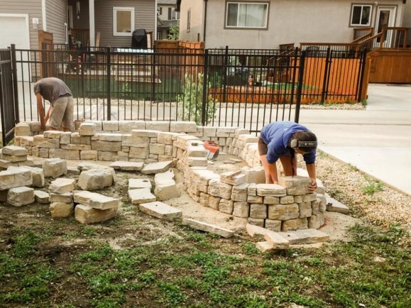 Backyard Planter with Belvedere Retaining Wall Bricks in Fon du Lac