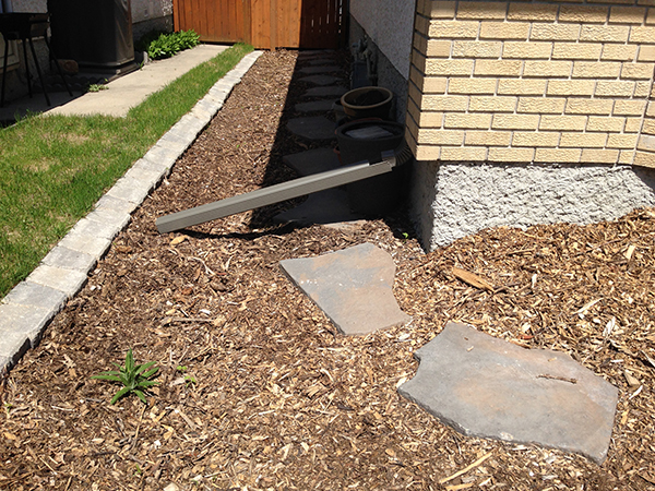 Natural Wood Mulch Sod Shed With Canexel Siding