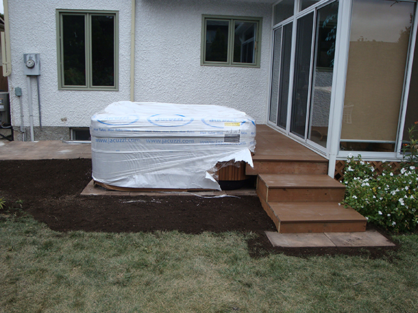 Composite deck with adjoining hot tub (decks)