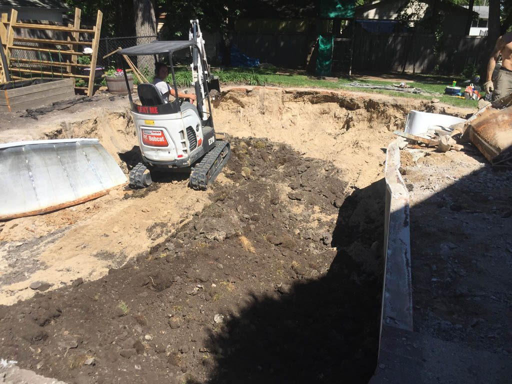 Pool removal with narrow gate access