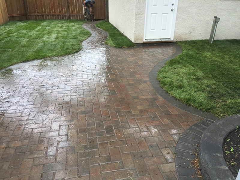 Curvy Holland paving stone walk and patio in Antique brown with charcoal border
