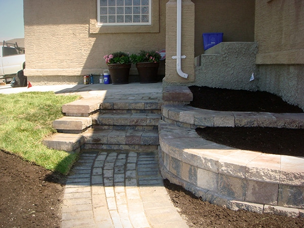 Pisa II retaining wall steps and planters in Antique Brown. Holland paver walkway in Antique Brown. retaining walls paving stone walks