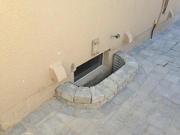 Retaining wall window well